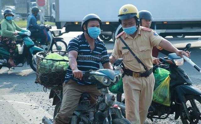 Tháo yếm xe máy là vi phạm luật giao thông đường bộ