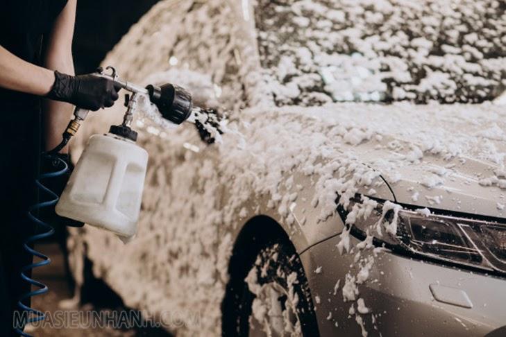 Nên sử dụng xà bông chuyên dụng để rửa xe