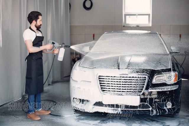 Chú ý bạn cũng không nên rửa xe khi mà động cơ còn đang nóng